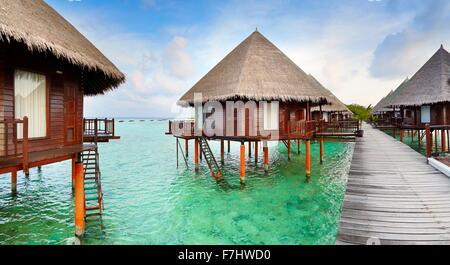 Les bungalows de l'île aux Maldives Banque D'Images