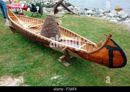 Un canot en écorce de bouleau faites par le MicMac, Migmaw Indiens Micmac Autochtones Les Autochtones en Amérique Banque D'Images