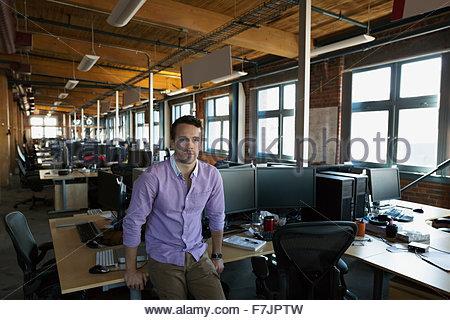 Serious businessman Portrait d'open office Banque D'Images