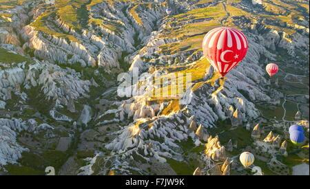 La Cappadoce - Turquie, vue depuis le ballon autour de Nevsehir, volant au-dessus de la Cappadoce en montgolfière, Banque D'Images