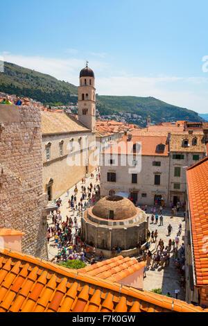 Dubrovnik, Croatie, comté de Dubrovnik-Neretva. La grande fontaine d'Onofrio. La vieille ville de Dubrovnik, classée au Patrimoine Mondial