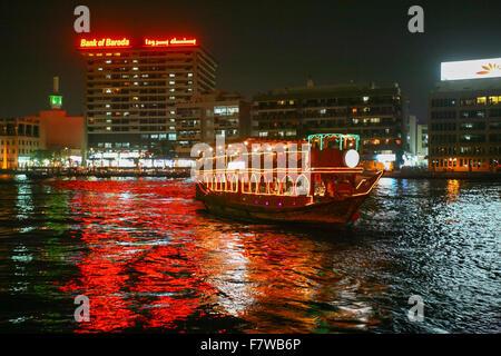 Croisière en dhow, Dubaï, Émirats Arabes Unis Banque D'Images