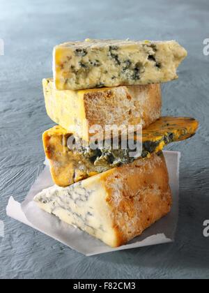 Close up of wedges de fromage bleu - par le haut - Blue Vinney, Stilton, Blacksticks Blue Stilton crémeux, Banque D'Images