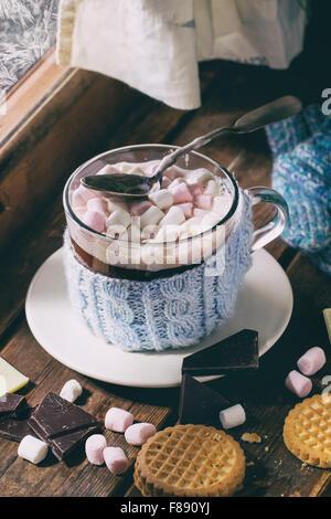 Chocolat chaud avec des guimauves Banque D'Images