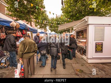 Vue sur le marché animé de la ville de York dans le North Yorkshire, Angleterre, Royaume-Uni Banque D'Images
