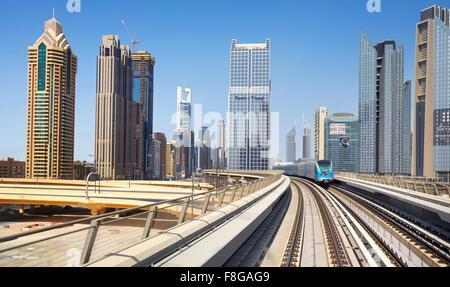 Dubaï - route de métro, Emirats Arabes Unis Banque D'Images