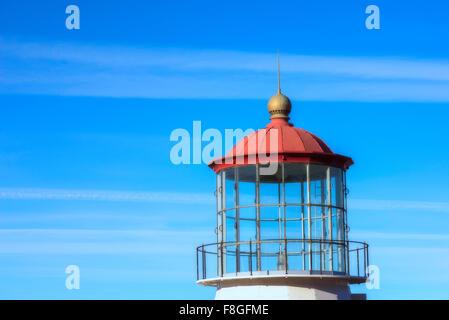 Gros plan, PHARE, ciel bleu, les nuages. Banque D'Images