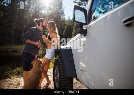 Couple romantique sur Riverside, Lake Tahoe, Nevada, USA Banque D'Images