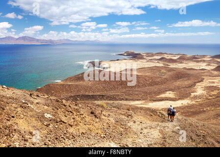 Les touristes marche sur l'île de Lobos, îles de Canaries, Espagne Banque D'Images