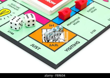 Jeu de Monopoly - Edition Anglais du monopole montrant la prison, le classique jeu d'échange de Parker Brothers