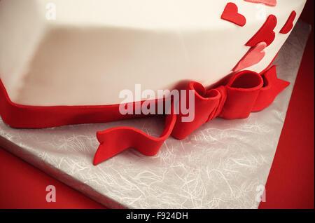 Détails d'un gâteau en forme de coeur. Banque D'Images