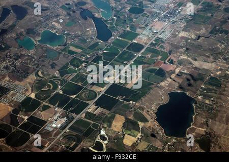 Les systèmes d'irrigation sur les champs, Colorado, USA Banque D'Images