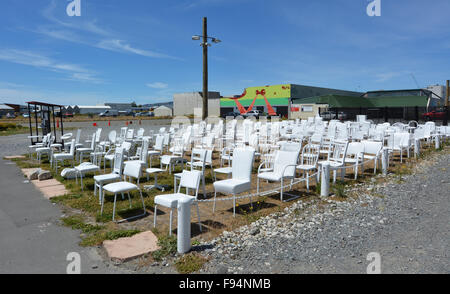CHRISTCHURCH - DEC 04 2015:185 chaises blanches vides de la sculpture. L'œuvre son le reflet de la perte de vies, Banque D'Images