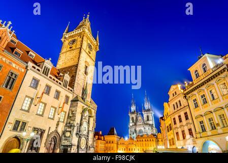 Prague, République tchèque. Crépuscule image avec l'Ancien hôtel de ville, Notre Dame de Tyn Church in Starometska Banque D'Images