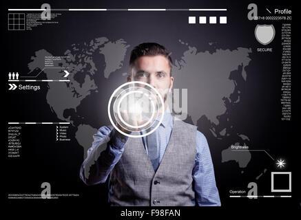 Homme d'Hipster travaillant sur l'écran virtuel numérique et à la stratégie de l'entreprise en tant que concept, Banque D'Images