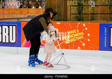 Glasgow, Ecosse, Royaume-Uni. Le 15 décembre, 2015. Glasgow des Christmas on Ice' superbe piscine patinoire de George Banque D'Images