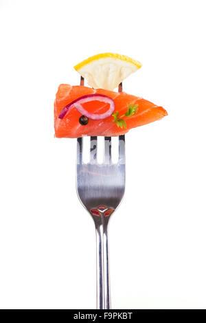 Morceau de saumon sur fourche. Banque D'Images