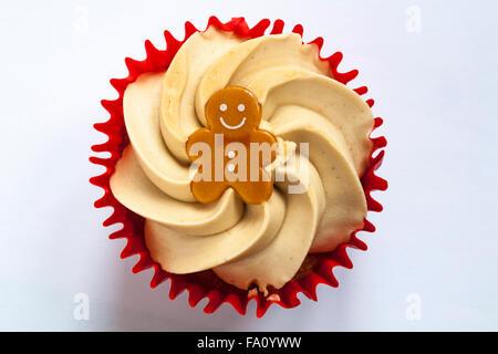 Cupcake d'épice Tesco isolé sur fond blanc Banque D'Images