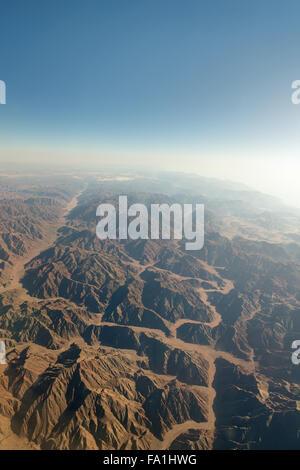 Chaîne de montagnes dans le Sinaï à partir de la vue aérienne Banque D'Images