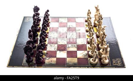 Le Seigneur Des Anneaux Les Deux Tours Chess Set on a white background