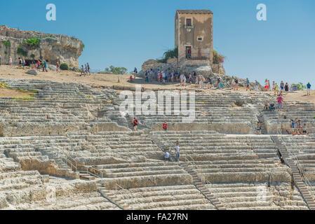 Sicile théâtre grec, vue de l'auditorium du théâtre grec antique dans le parc archéologique de Syracuse (Syracuse), Banque D'Images