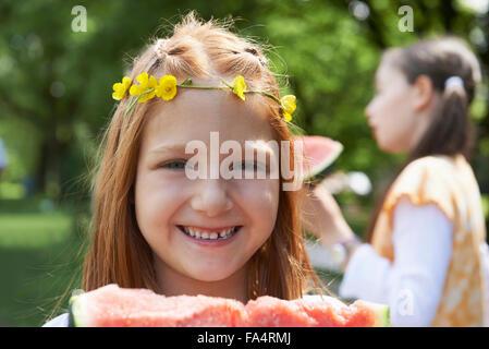 Pour profiter de tranches de melon au picnic, Munich, Bavière, Allemagne Banque D'Images