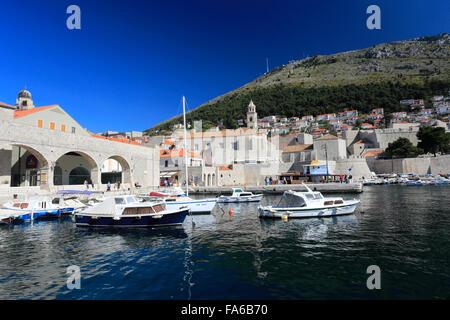 L'été, bateaux dans le Vieux Port de Dubrovnik, Dubrovnik-Neretva County, côte dalmate, Mer Adriatique, la Croatie, Banque D'Images