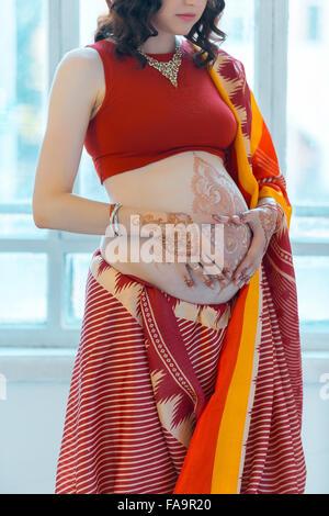 Ventre D Une Femme De Henne Tatouage Banque D Images Photo Stock