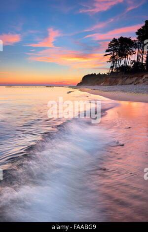 Paysage au coucher du soleil sur la mer Baltique, la Poméranie, Pologne Banque D'Images