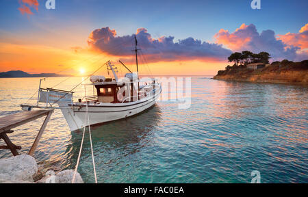 Lever du soleil sur la baie de Laganas, l'île de Zakynthos, Grèce Banque D'Images