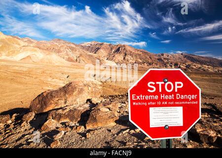 Paysages badlands autour d'artistes road, vallée de la mort qui est le plus faible, le plus chaud, le plus sec aux Banque D'Images