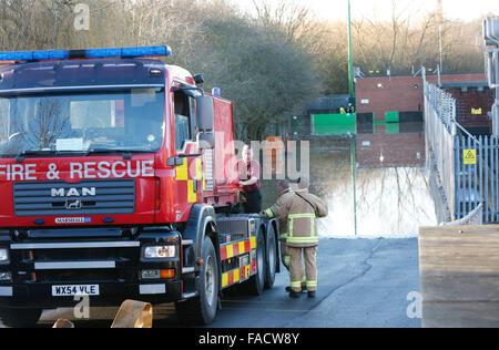 Malrosegate Power Station, York, Royaume-Uni. 27 Décembre, 2015. Yorkshire du nord les équipes de pompiers ont été Banque D'Images