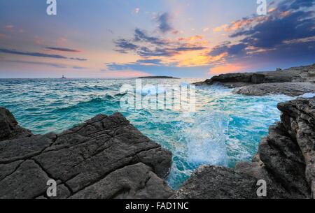 Coucher du soleil en Istrie. Rt Kamenjak Premantura,. Banque D'Images