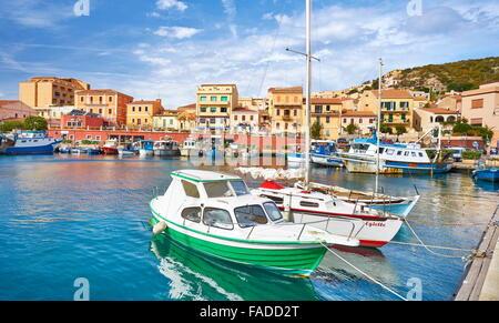 La Maddalena, vue sur la ville et le port, l'île de La Maddalena, en Sardaigne, Italie Banque D'Images