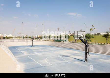 Piscine en plein air de basket-ball à la ville l'éducation au Qatar. Doha, au Qatar, au Moyen-Orient Banque D'Images
