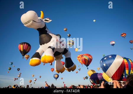 Ballons en vol à l'Albuquerque Balloon Fiesta. Nouveau Mexique Banque D'Images