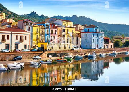 La vieille ville de Bosa, Riviera del Corallo, Sardaigne (île), Italie Sardaigne