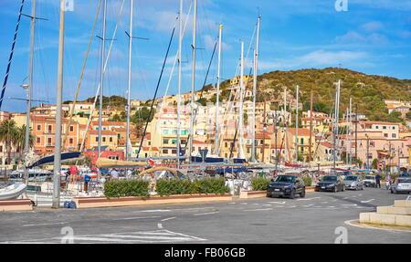 L'île de La Maddalena, vue sur la ville et le port, Sardaigne, Italie Banque D'Images