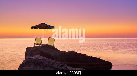 Lever du soleil sur la baie, l'île de Rhodes Kalithea, Grèce Banque D'Images