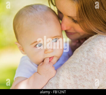 Mother holding baby boy (6-11 mois) Banque D'Images