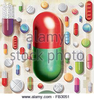 Grande capsule se démarquer de la foule de plusieurs comprimés et la médecine Banque D'Images