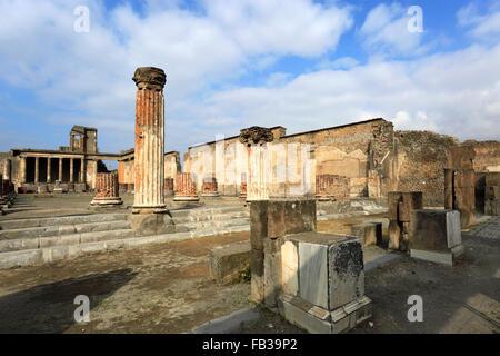 Le Temple de Jupiter, Pompéi, la ville romaine enfouie dans la lave près de Naples ville, Liste du patrimoine mondial Banque D'Images
