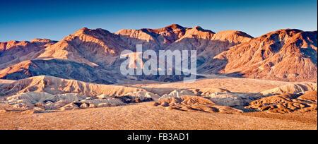 Plus de montagnes collines owlshead confiance en désert de Mojave, sunrise de jubilee pass road, vallée de la mort Banque D'Images