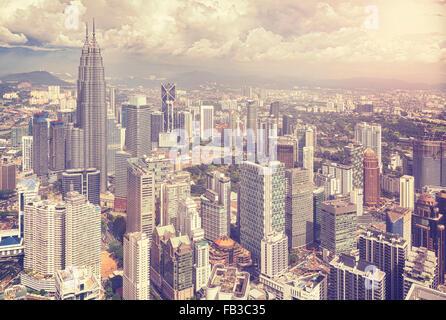 Vintage photo stylisée de Kuala Lumpur skyline, Malaisie. Banque D'Images