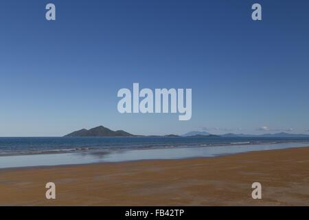Photographie de Mission Beach, Queensland, Australie avec vue sur Dunk Island. Banque D'Images