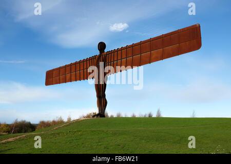 La sculpture en acier par Sir Antony Gormley, de l'Ange du Nord, près de Gateshead, en Angleterre. Banque D'Images