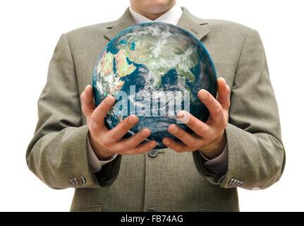 Businessman tient en main la planète l'isolé. Banque D'Images