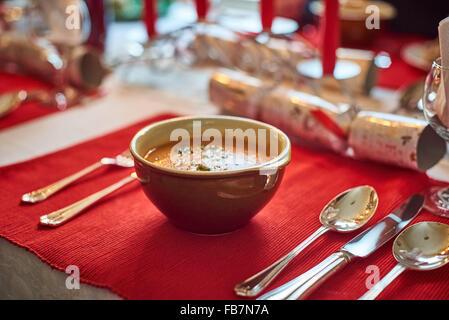 Bol de soupe à un dîner de Noël Banque D'Images