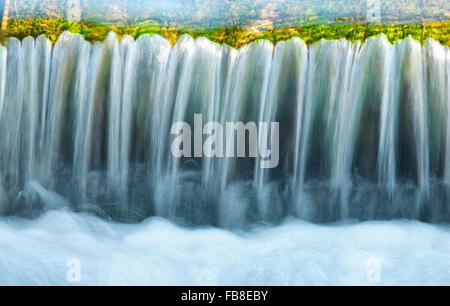 Stream, l'eau close up Banque D'Images