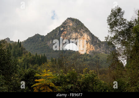 Moon Hill Mountain - Yangshuo, Chine Banque D'Images